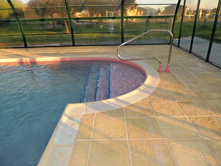 renovation piscine polyester couleur rose